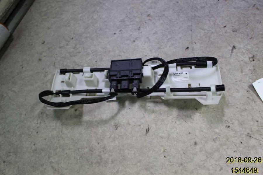 Genuine Volvo Sensor 31652056
